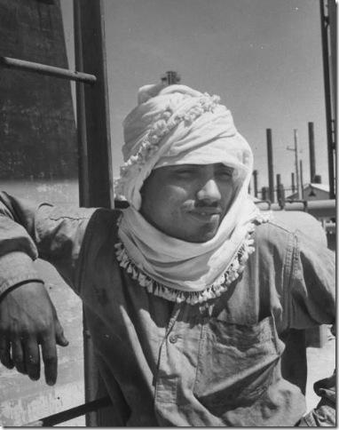 موظف في محطة التكرير 1945