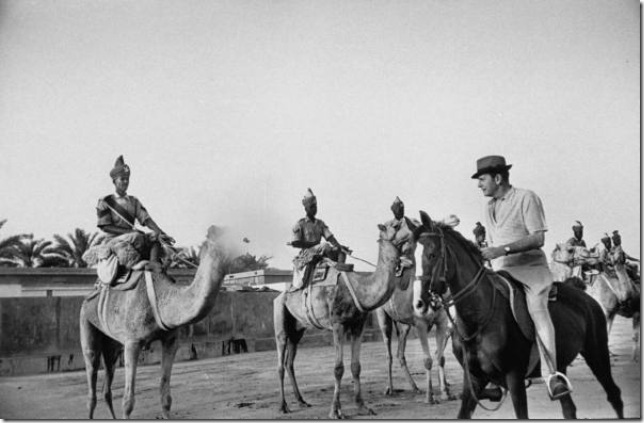 بلغريف يستعرض يتفقد قوات الشرطة من على ظهر حصانه العربي