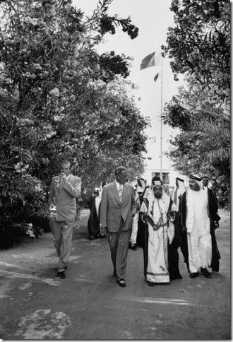 سلمان بن حمد في زيارة لمنزل ثورنبرغ في البحرين