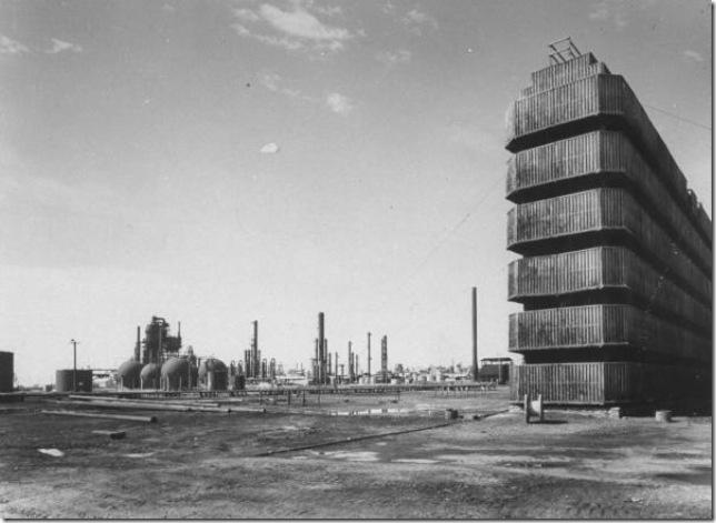 خزانات النفط في محطة التكرير