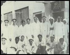 صورة جماعية لبعض أعضاء ندوة الأدب والفن في الخمسينيات