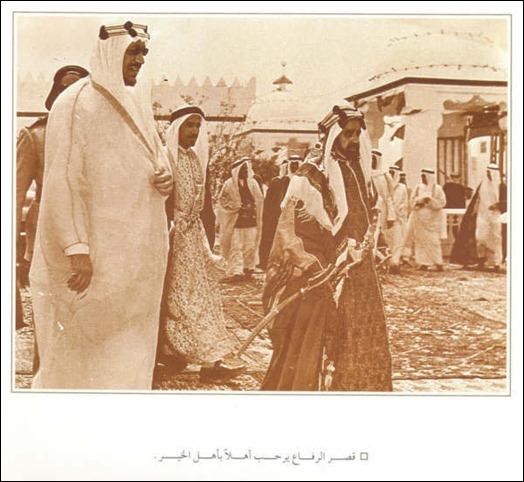الملك سعود مع الشيخ سلمان بن حمد في قصر الرفاع في البحرين 19
