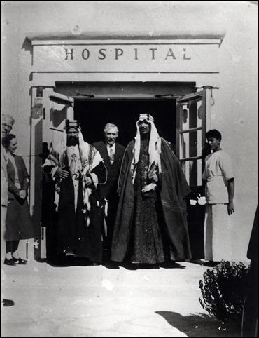 -ولي العهد مع الشيخ حمد بن عيسى آل خليفة 1936م