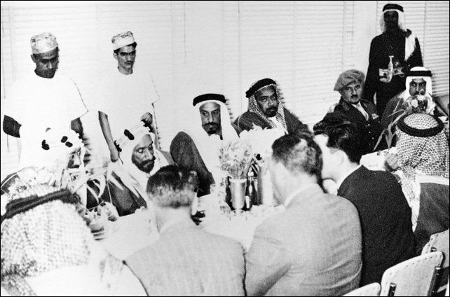 -الشيخ سلمان بن حمد مع الملك سعود بن عبد العزيز والشيخ عبد ا