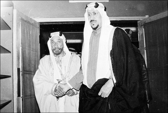 -الامير سعود سعود مع الشيخ حمد بن عيسى وإخوانه الامير محمد