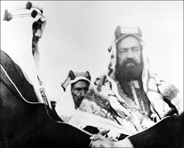 -الأمير  سعود مع الشيخ حمد بن عيسى أل خليفة 1937م