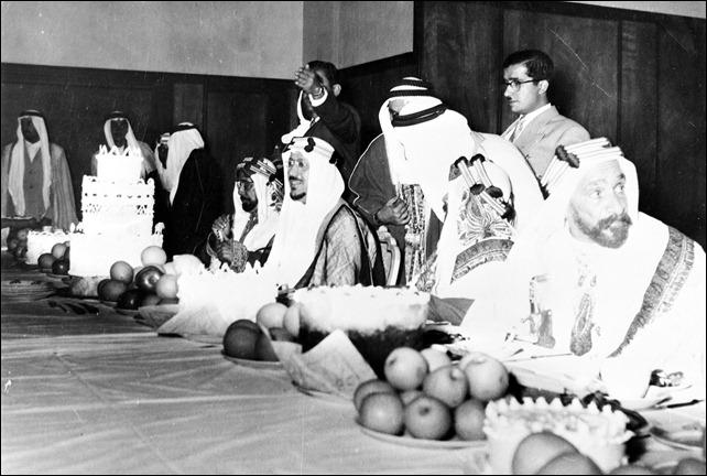 الأمير سعود بن عبد العزيز ولي العهد السعودي مع الشيخ حمد بن