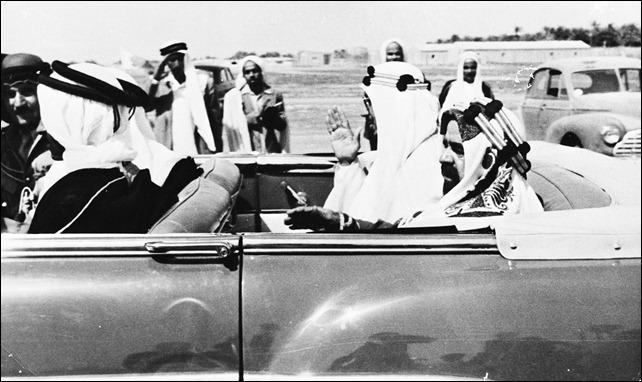 -الملك سعود خلال وصوله  خلال وصوله الى البحرين 1954م