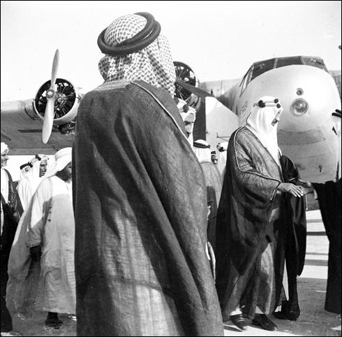 -الامير سعود خلال وصوله الى البحرين
