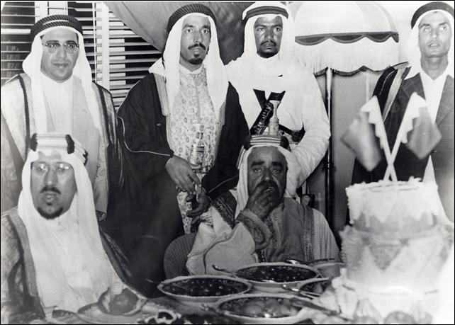 الملك سعود خلال مأدبة العشاء 1937م