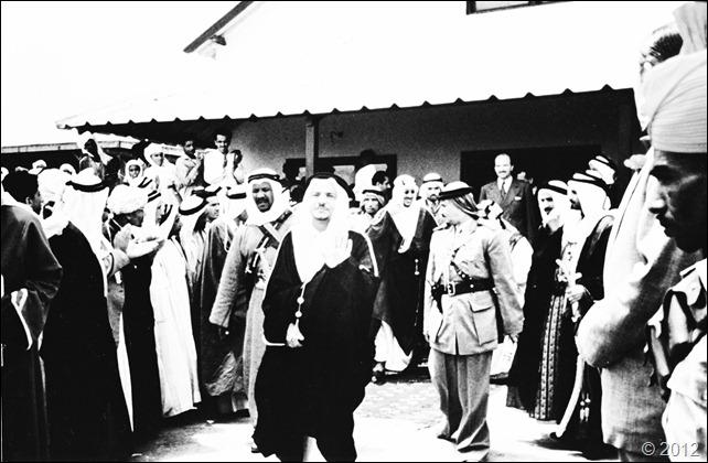 الملك سعود خلال وصوله البحرين 1954م